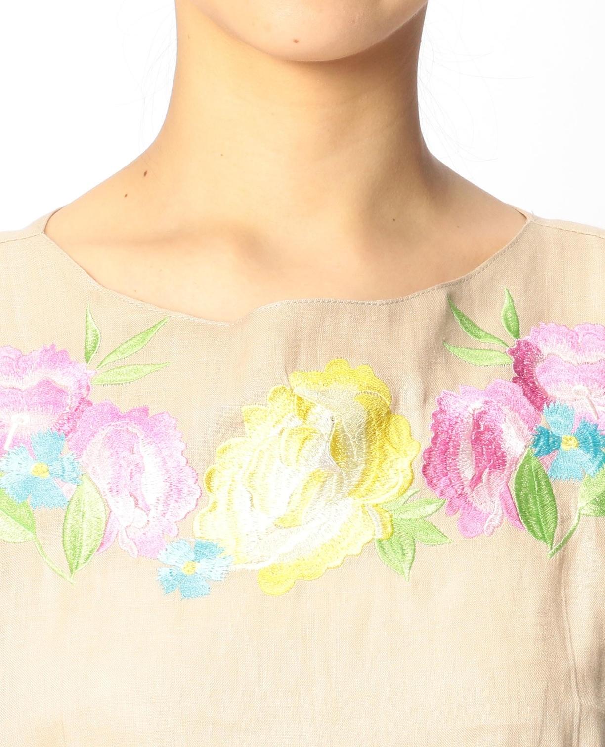 イタリアン麻フラワー刺繍ノースリーブブラウス