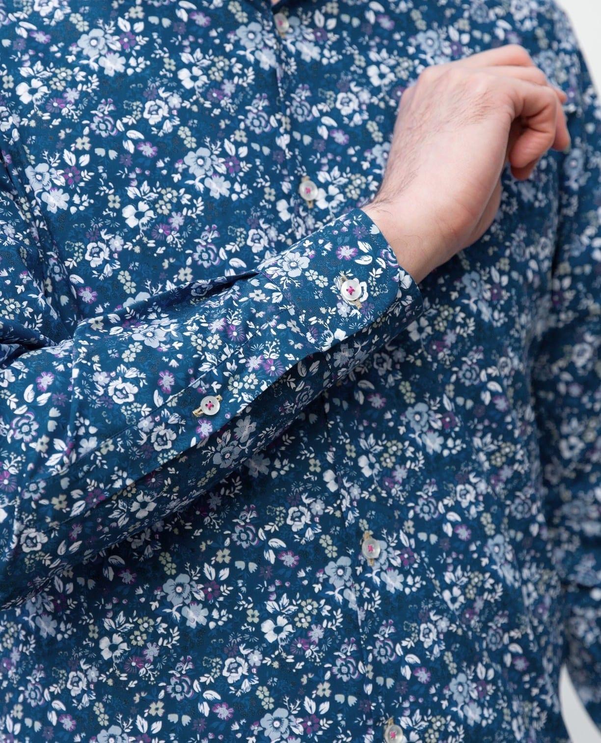 花柄長袖シャツ