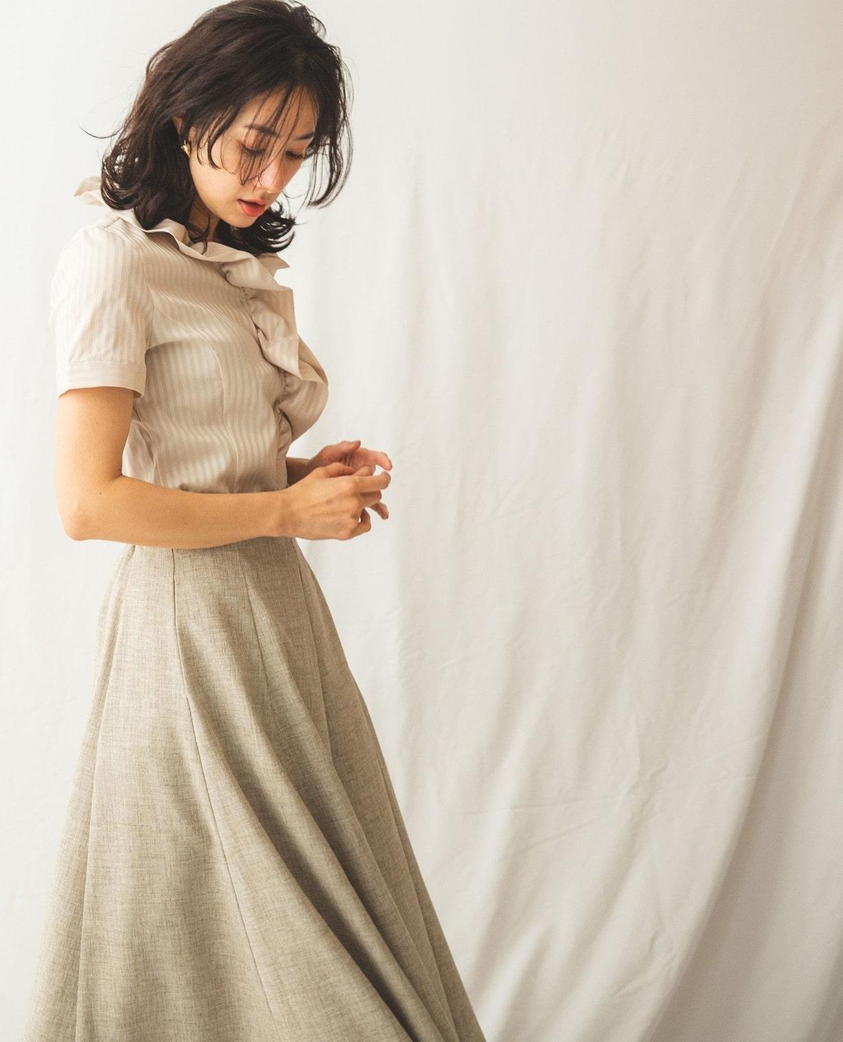 サテンストライプフリル衿半袖シャツ
